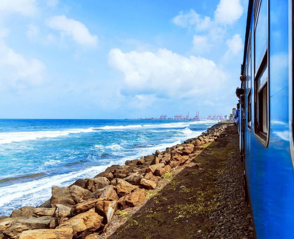 海边火车4.jpg